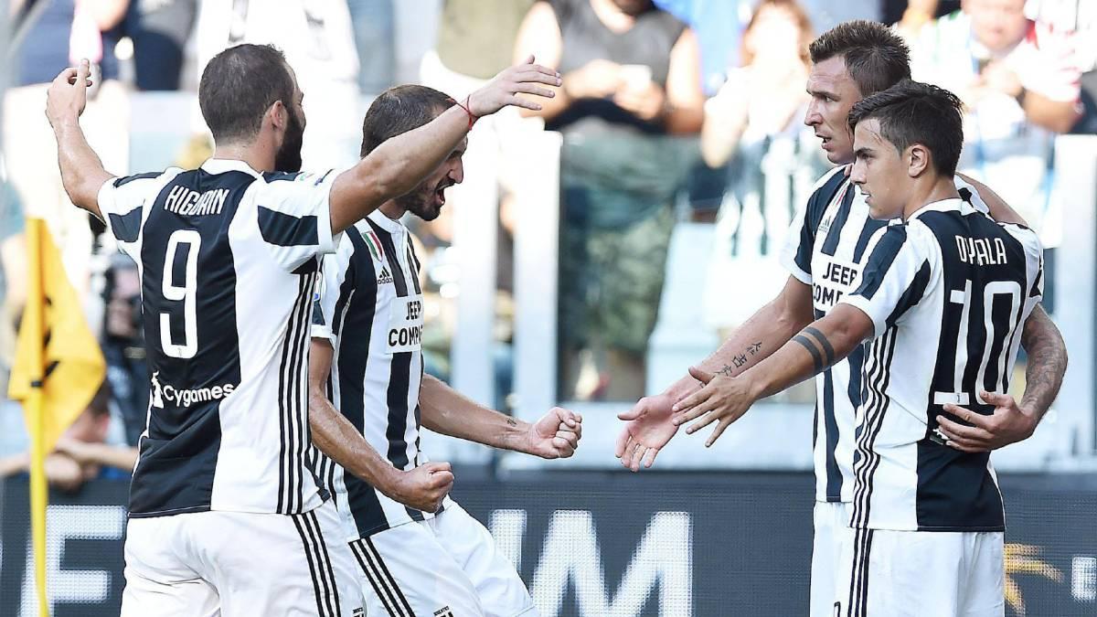 Los jugadores de la Juventus celebran un gol