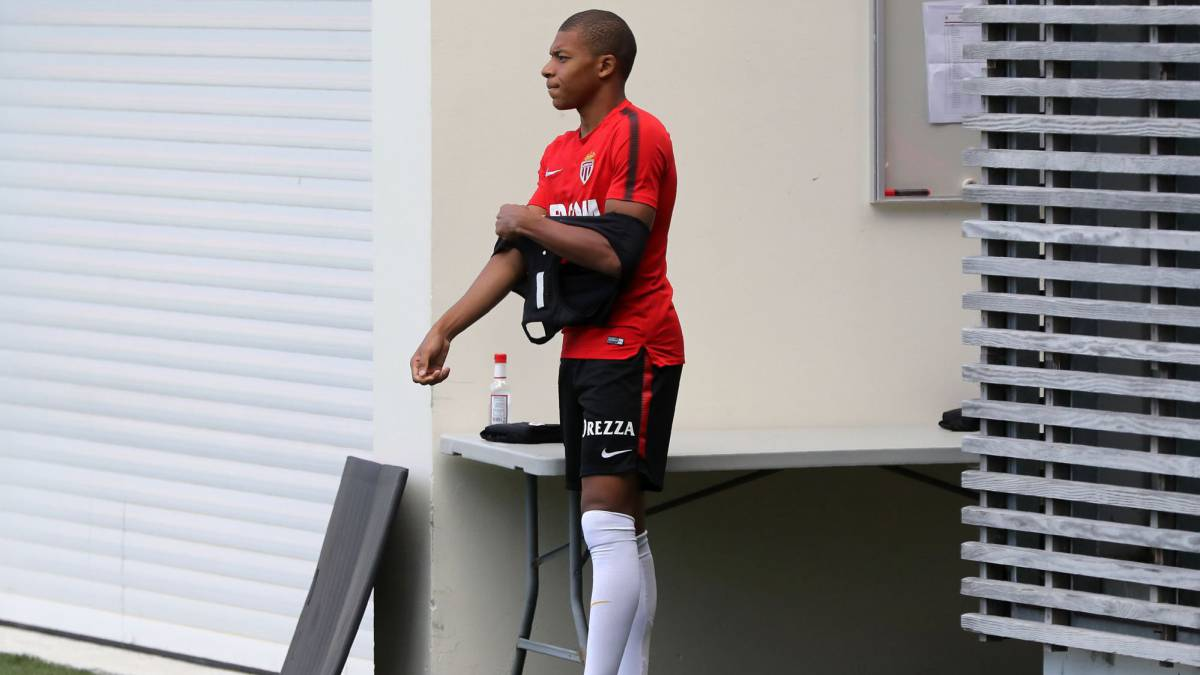 Resultado de imagen de Mbappé se pelea