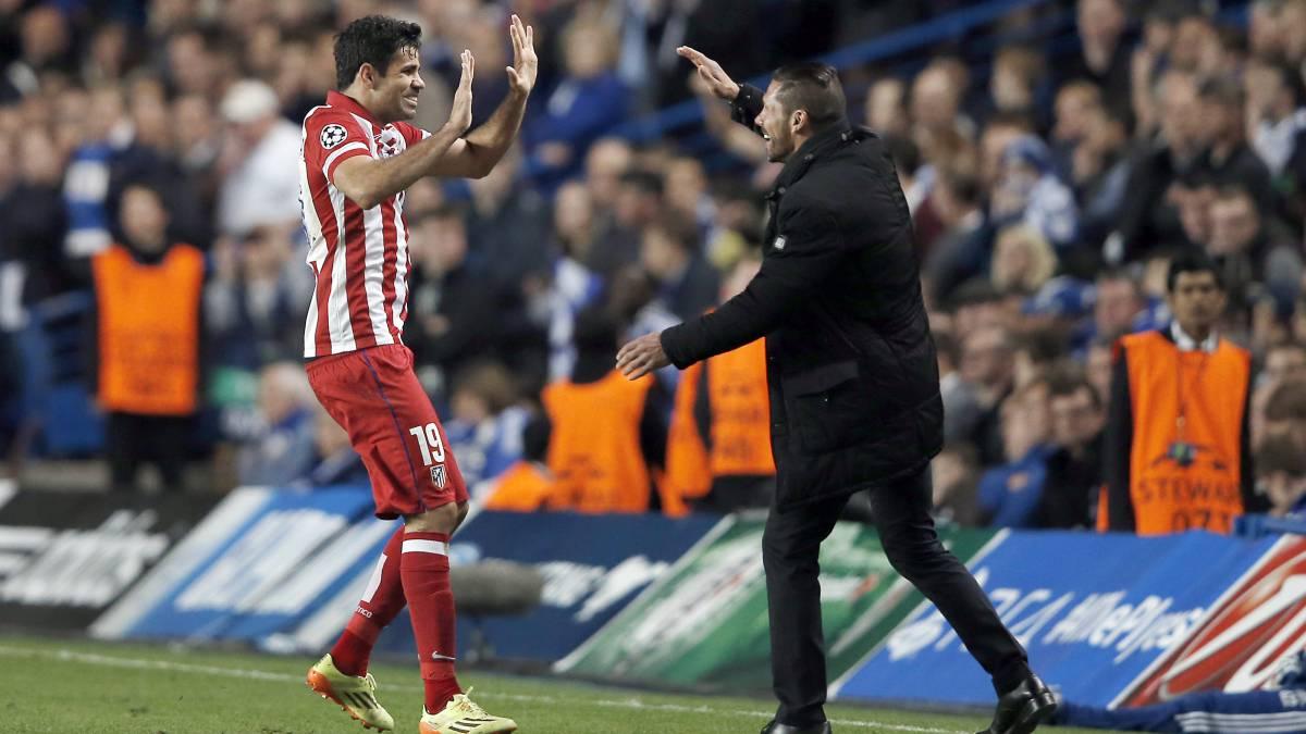 Costa y el Cholo celebran un gol en la semifinal de la Champions