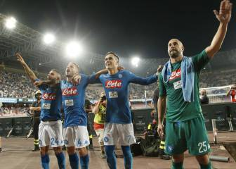 Pepe Reina salutes San Paolo in tears amid PSG interest