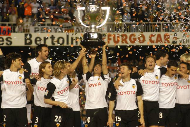 Image result for valencia la liga champions 2004