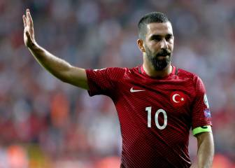 Arda Turan rejects move away from Barcelona