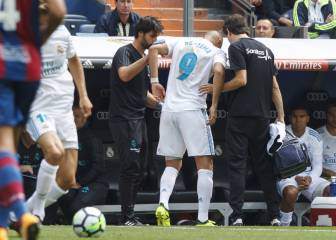 Alarm bells sound as Benzema hobbles off with knee injury