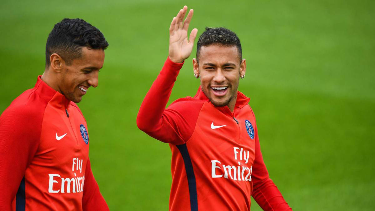 Neymar with some difficuly learning French and uses Marquinhos as a teacher