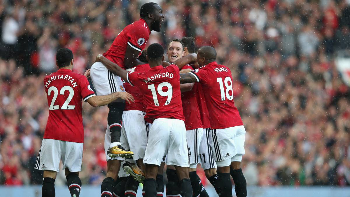 Manchester United late flurry dooms Everton to another loss