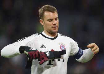 Neuer out until January after foot operation