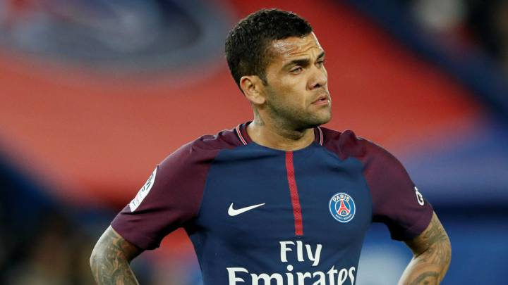 Alves contesta a Forlán: \