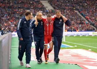Bayern's Ribéry limps off with suspected knee injury