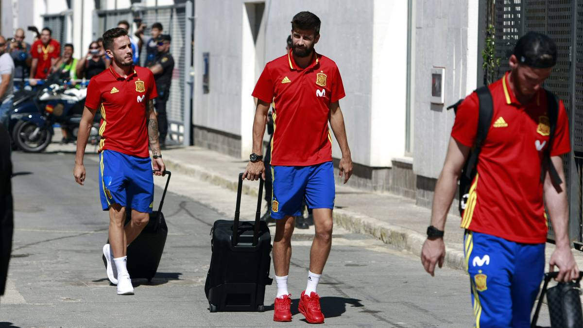 Whistles, abuse and applause for Piqué as Spain arrive in Alicante