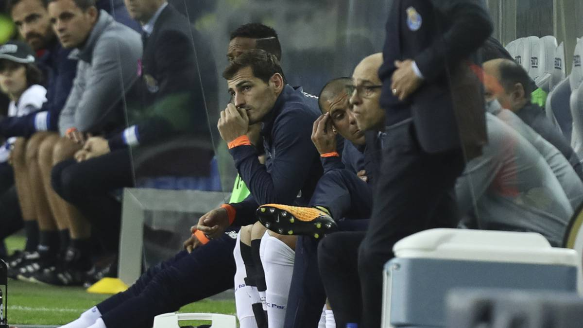 "Casillas' situation ""will be difficult to resolve quickly"" says Futre"