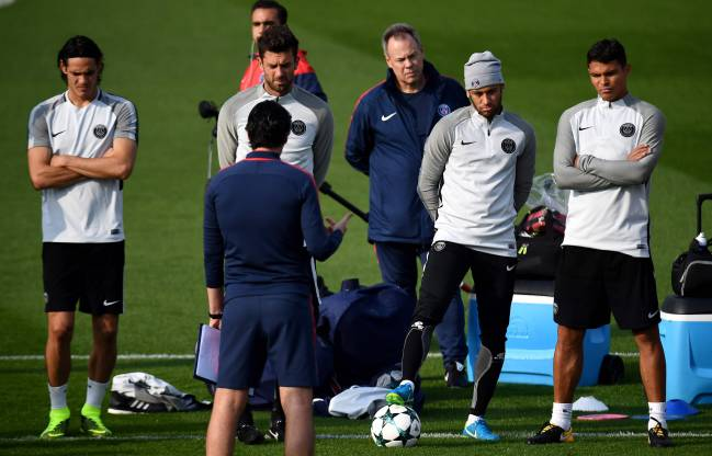 The PSG squad during a training session with manager Unai Emery.