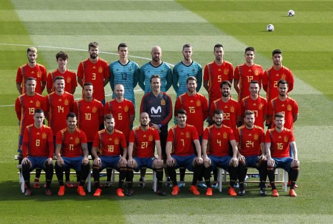 La foto oficial de España con la nueva equipación para el Mundial de Rusia. 82c3eb3f58e1a