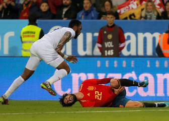 Isco hobbles off in second half for Spain a week before derby