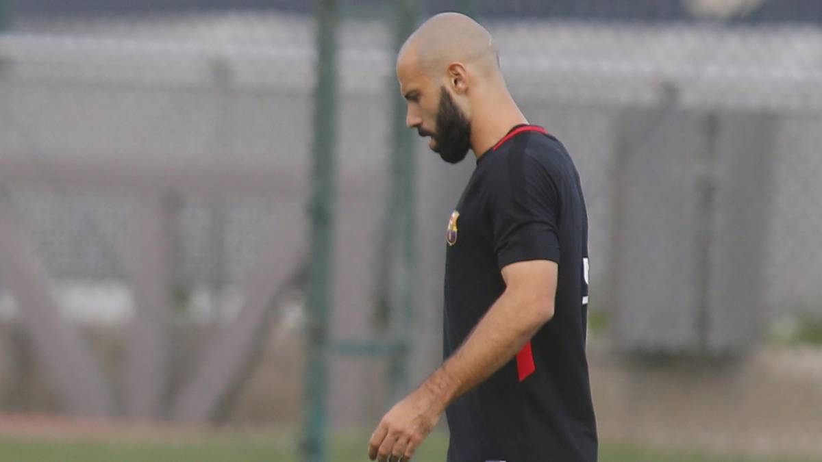 Barcelona's Mascherano ruled out for four weeks with injury