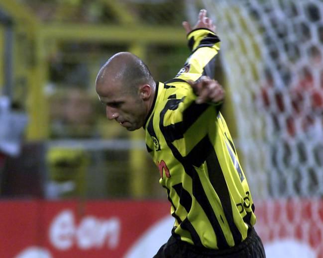 Giuseppe Reina celebra en 2001 un gol como jugador del Dortmund.
