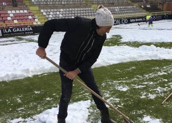 Burgos send appeal to fans to help clear snow from pitch