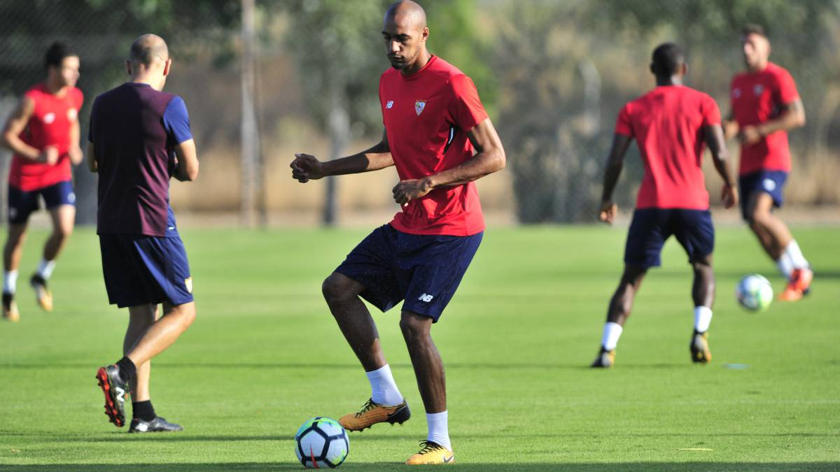 N'Zonzi denies he is in talks with Arsenal or Everton amid Sevilla fallout