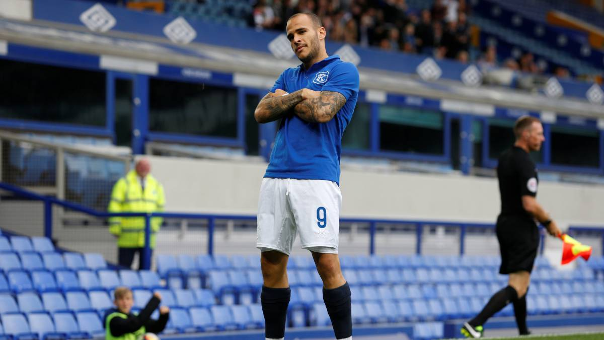Valencia put Sandro operation on hold after Everton appoint Big Sam