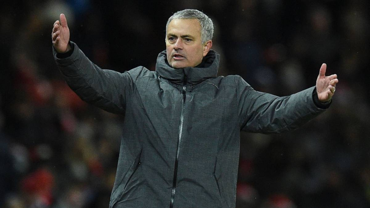 Mourinho accuses Manchester City of lack of 'education'