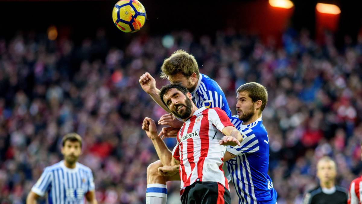 Carlos Vela, con pocos minutos en el Real Sociedad vs Athletic Club