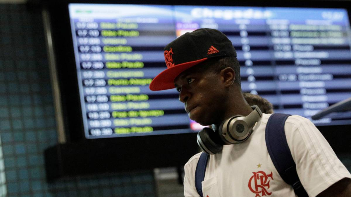 Vinicius in Madrid to watch El Clásico and get to know club