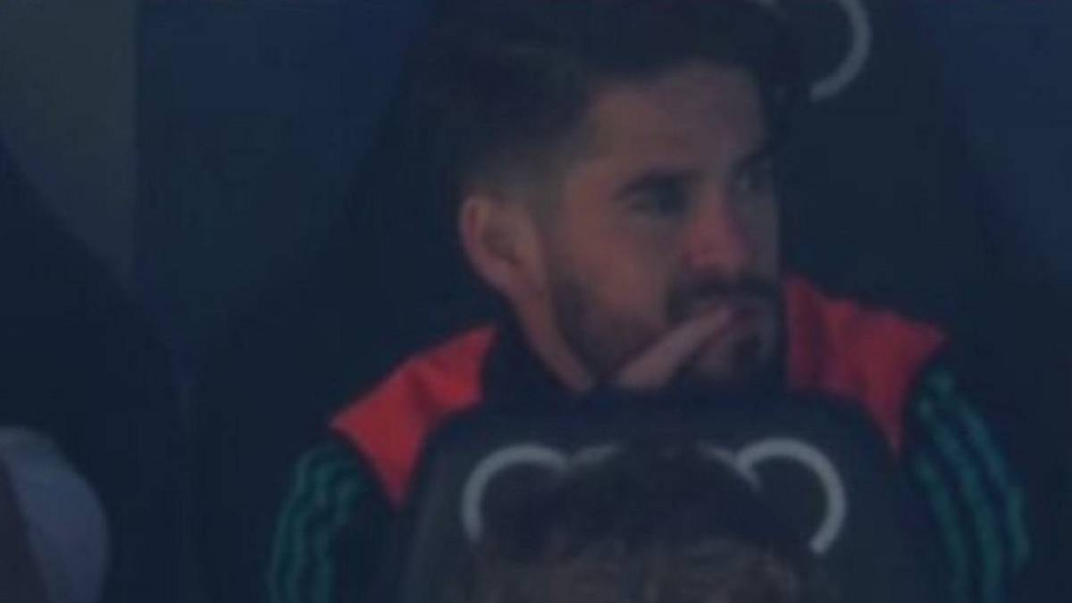 Isco refused to carry on warming up after Nacho brought on - SER