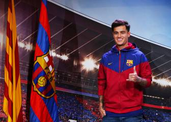 Coutinho poses as new Barcelona player