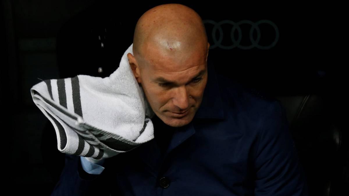 Zidane, en el banquillo durante el partido ante el Villarreal.