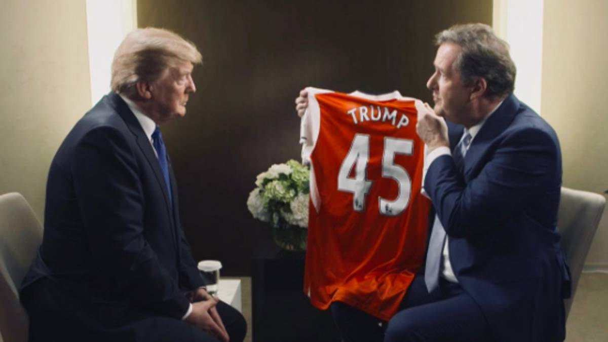 Trump recibe la camiseta del Arsenal