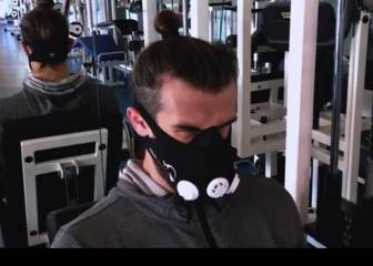 Bale's curious training program with oxygen mask