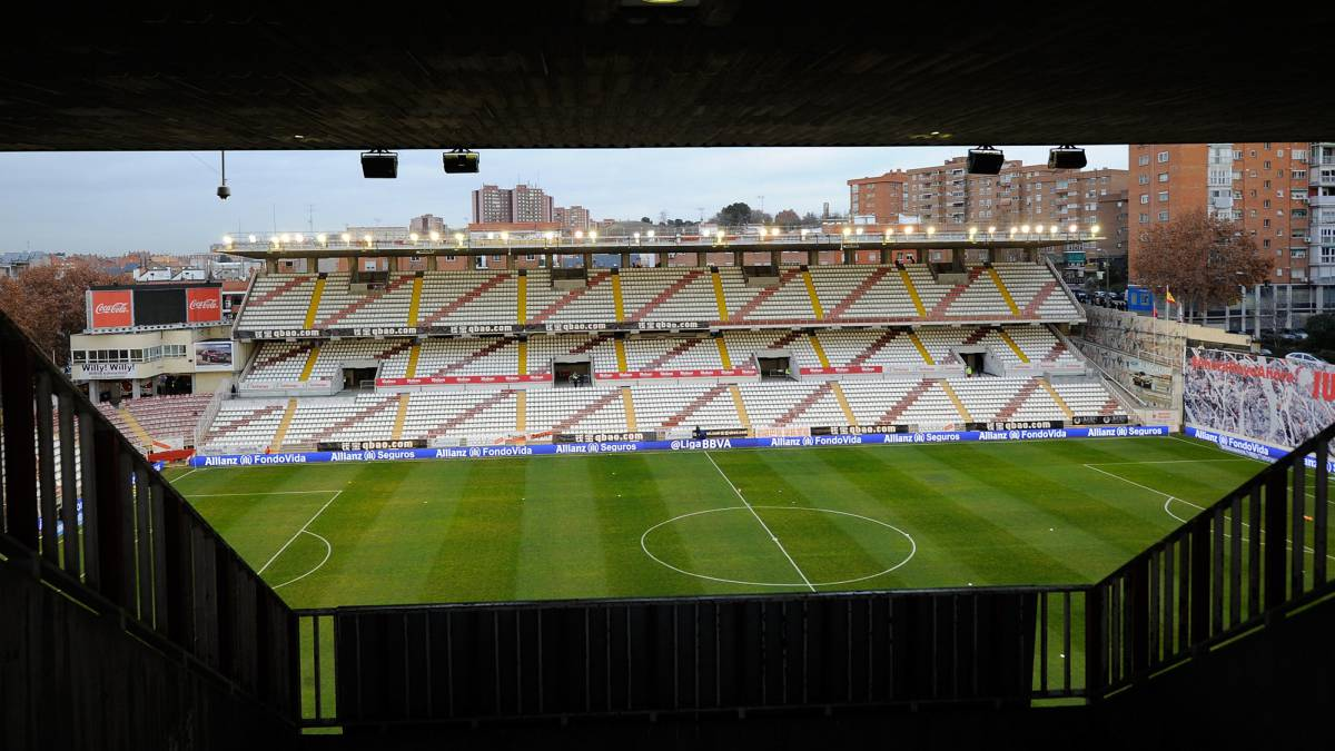 Vista interior del estadio de Vallecas.