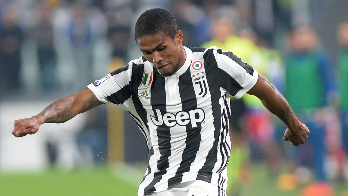 Douglas Costa, en un partido con la Juventus.