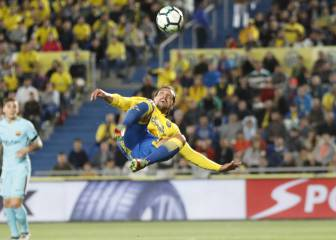 Las Palmas open up LaLiga title race