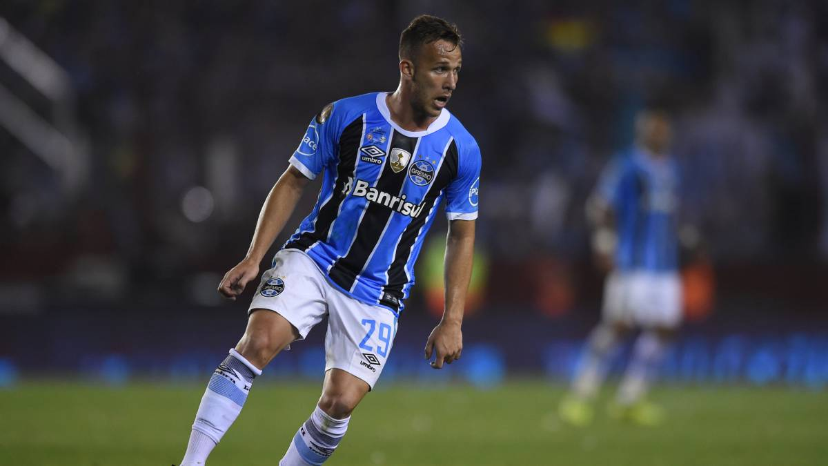 Barcelona complete Arthur deal for 30 million euros
