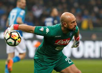 Napoli's Pepe Reina has medical ahead of AC Milan move