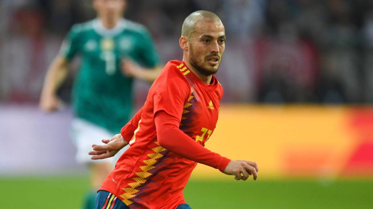 "David Silva leaves Spain camp for ""personal reasons"""