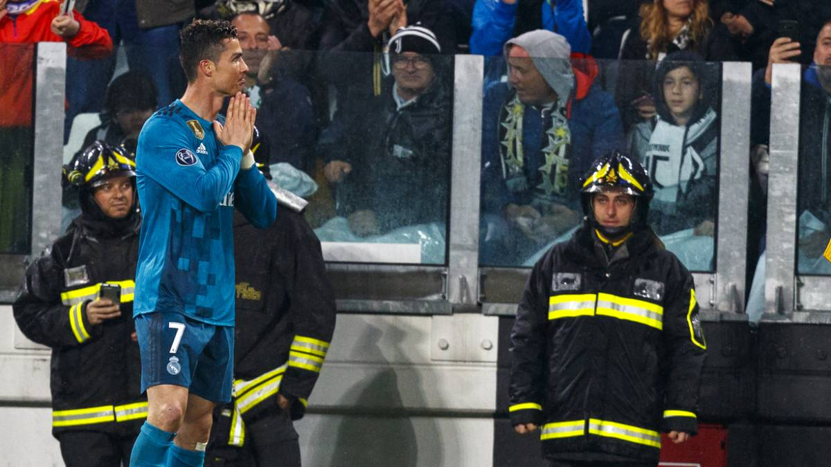 Cristiano Ronaldo thanks the Juventus fans for their ovation