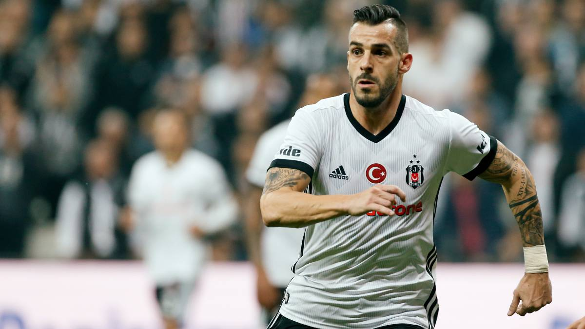 Álvaro Negredo in talks over return to Rayo Vallecano