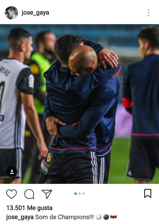 La plantilla se congratula de la Champions en las redes sociales