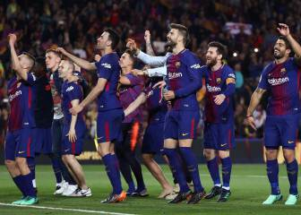 Barcelona give themselves a guard of honour after Clásico