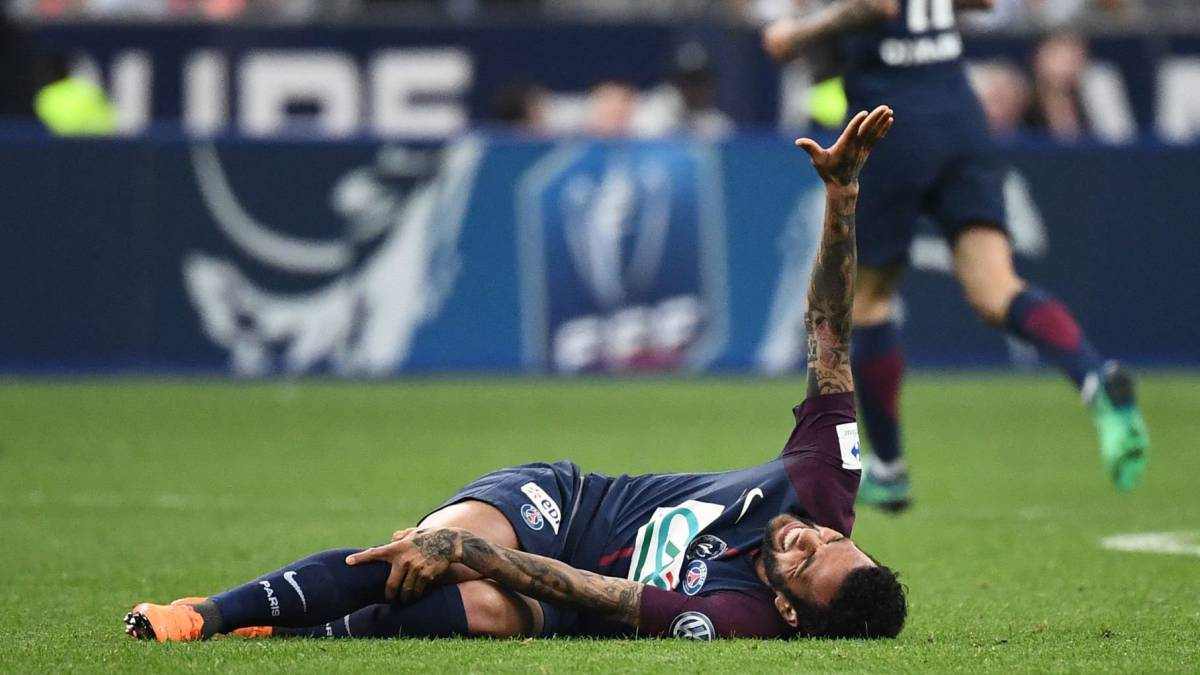 NÓNG: Dani Alves lỡ hẹn với World Cup 2018