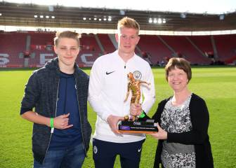 De Bruyne wins Premier League's most assists prize