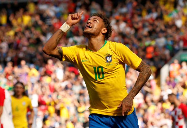 Neymar volvió a jugar con Brasil y marcó.