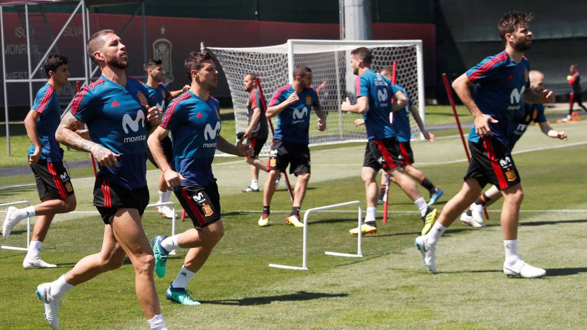 Spain's first training session with new coach Hierro