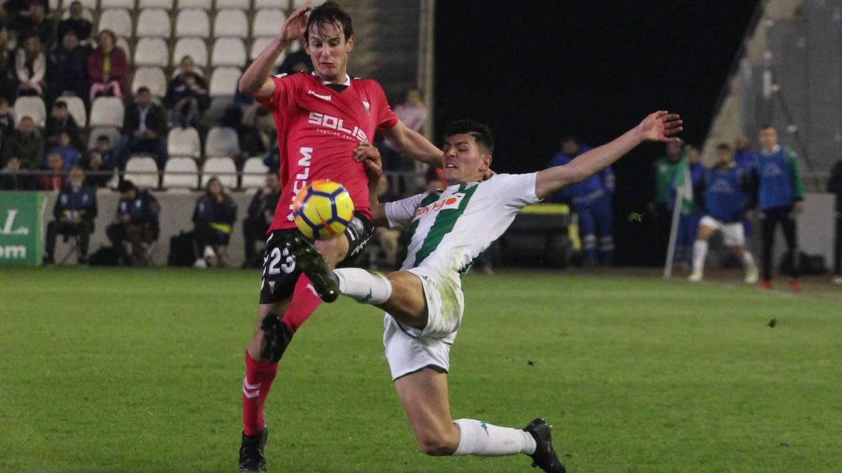 Bittolo con el Albacete en un partido contra el Córdoba