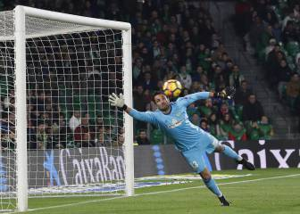 Barcelona eye up Betis' Adán as replacement for Cillesen