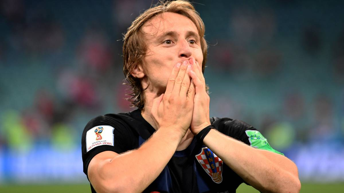 Cristiano Ronaldo: Modric tips star to stay at Real Madrid