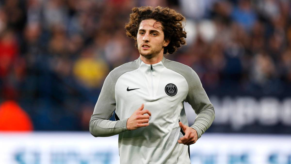 Pep Segura and Eric Abidal arrive in Paris to sign Adrien Rabiot