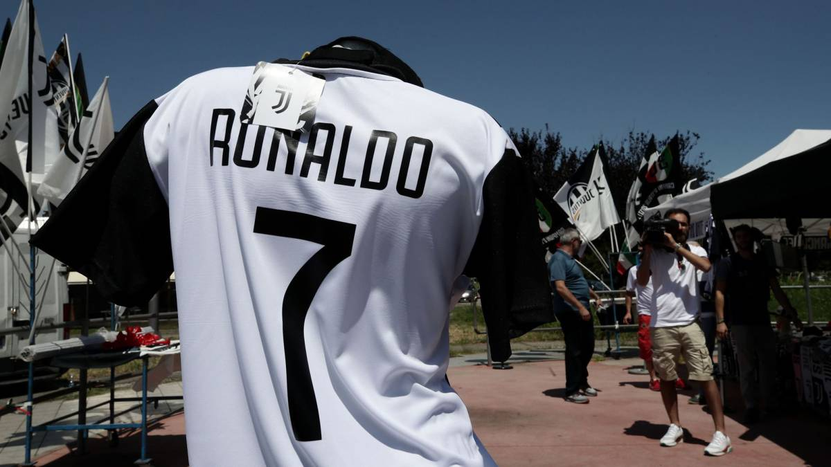 Juventus online store down due to stampede for Cristiano shirts