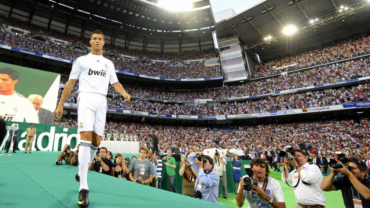"Cristiano Ronaldo: Juventus to unveil star ""behind closed doors"""